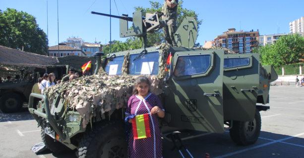 VISITA EXPOSICIÓN FUERZAS ARMADAS